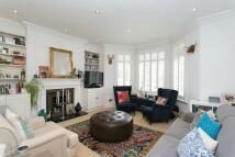 2 bedroom Detached property in Essendine Road, London