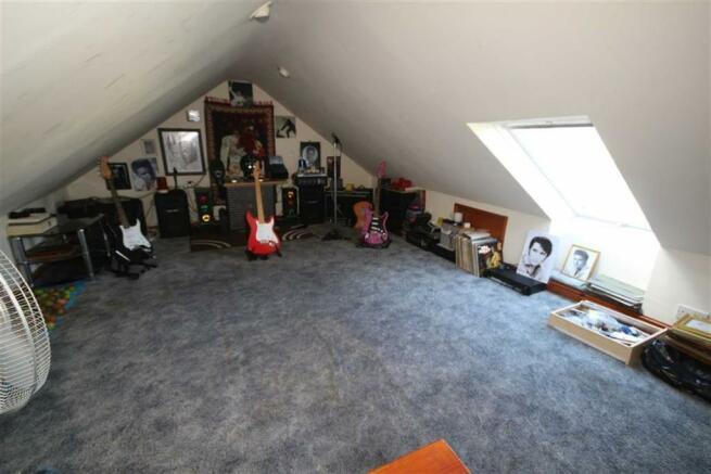 Loft Room/Bedroom 4: