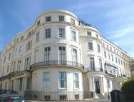 3 bedroom Flat in Court Royal Mansions...