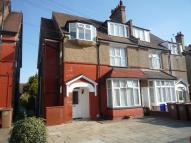 Studio flat in Belmont Road, Wallington