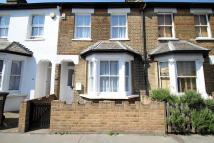 2 bed house in Howley Road, Croydon