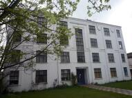 2 bedroom Flat to rent in Queens Court...