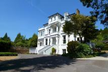 2 bed Ground Flat to rent in Cleveland, Reigate