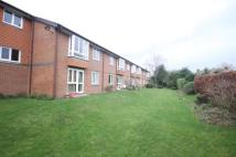 Flat in Farm Close, Staines...