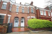 2 bed property in Barcombe Avenue...