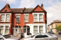 3 bedroom Flat in Mersham Road...