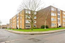 2 bedroom Flat in Farm Road, Hounslow, TW4