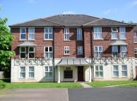 Flat to rent in Mariner Avenue...