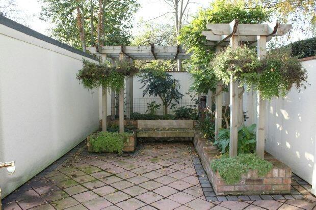 Private Courtyard Ga