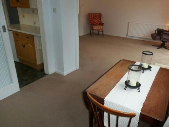 Dining Room (Photo 2