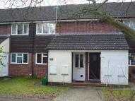 Maisonette to rent in Warbreck Drive, READING...