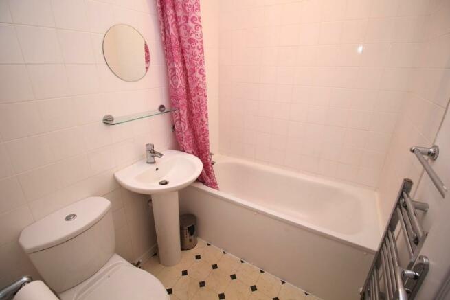 17 Warley Rise - Bathroom.JPG
