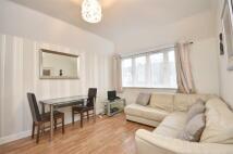 2 bedroom Apartment in Norbury Crescent, London
