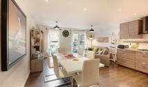 Flat to rent in Chandler Way, London...