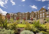 3 bed Flat in Mountview Close,  London