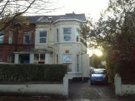 2 bed Flat in Queenston Road...