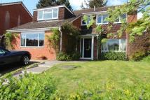 4 bed Detached home in Deanfield Road...