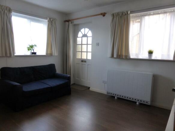 17 Oaks s:room 1.jpg