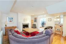 3 bedroom Flat to rent in Westbourne Road, London...