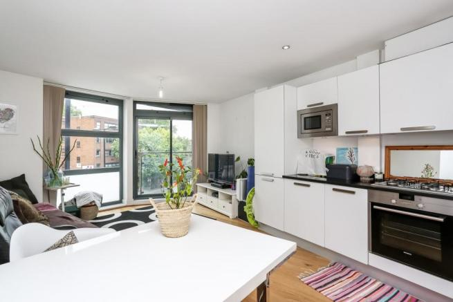 2 bedroom flat to le