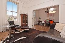 3 bedroom Flat in Highbury New Park...