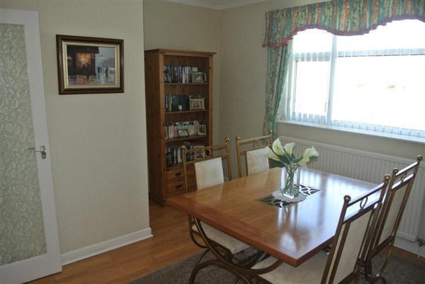 DINING ROOM IMAGE 2