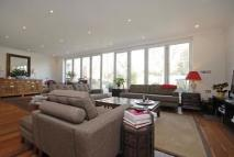 5 bed Detached home in Creswick Road, London W3