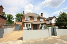 5 bed Detached house in Creswick Road, London W3