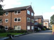 Flat to rent in THE CHESTNUTS, Horley...