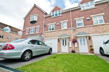 Town House in Cavalier Court Woodfield...