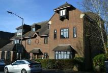 Flat to rent in Station Road, Amersham...