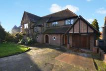 3 bed Detached home in Pelhams Walk, Esher KT10