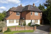 5 bedroom Detached property in Fairlawn Close, Claygate...