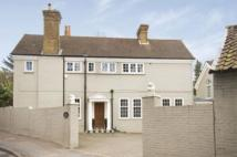 5 bed Detached property in Lammas Lane, Esher, KT10