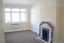 Flat to rent in Walton On Thames
