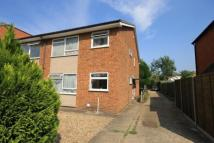 Flat to rent in Queens Road, Egham...