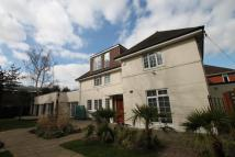 Detached property in West Temple Sheen...