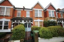 Flat to rent in Tremaine Road...