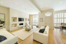 3 bedroom property in Ennismore Gardens Mews...