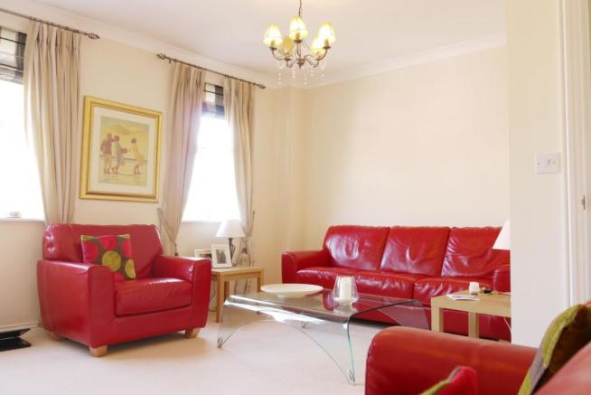 4 bedroom town house for sale in burdock court maidstone for Living room c o maidstone