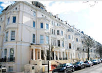 Apartment to rent in Clifton Gardens ...