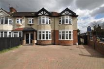 Flat to rent in Aldersbrook Road...