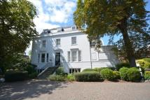2 bedroom Flat in Snaresbrook House...