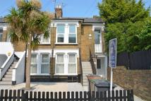 Flat to rent in Goldsmith Road, Leyton...