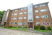 Flat to rent in Sultan Road, Wanstead...