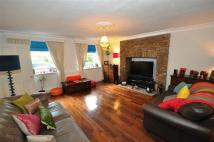 Flat to rent in Grosvenor Road, Wanstead...