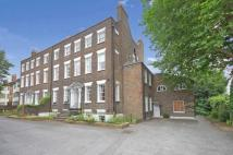 Flat in Woodford Road...