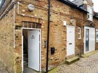 Flat to rent in High Road,