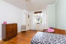 Studio flat in Tudor Close...