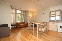 Flat in Knollys Road, SW16